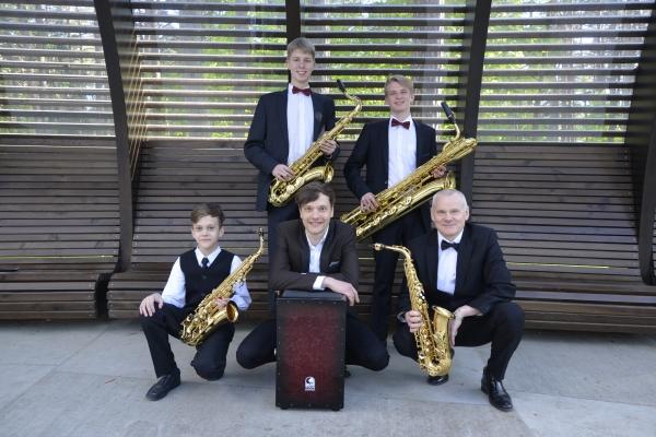 10saksofonu-kvarteto-koncertai-k-dineikos-parke-2016864177DB-F2B8-98DF-3B3D-2F8A1E4FD481.jpg